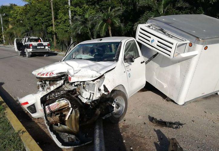 El accidente se registró casi entrando a Puerto Morelos. (Redacción)