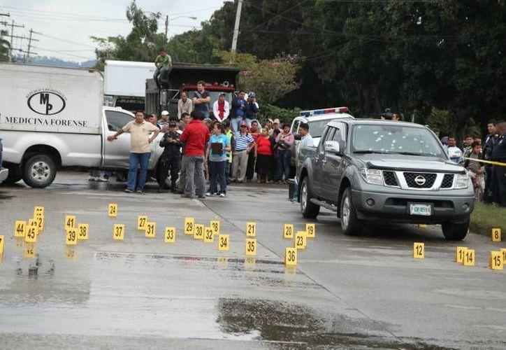 Imagen del lugar donde asesinaron a varios integrantes de una familia en San Pedro Sula, Honduras. (Foto: www.laprensa.hn)