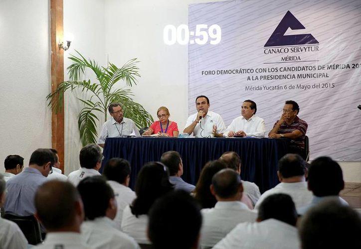 Cinco de los siete candidatos a la Alcaldía de Mérida fueron a Canaco. (Milenio Novedades)