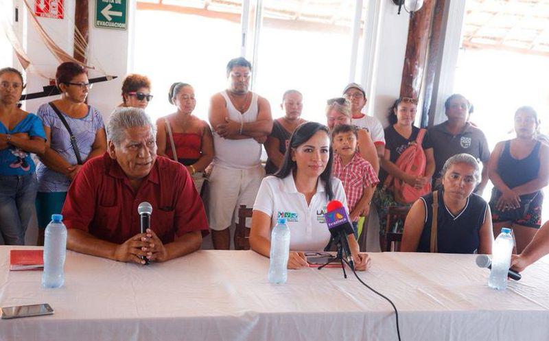 Convencidos de que Laura Fernández Piña es la única opción que le brindará bienestar a Puerto Morelos, Antorcha Campesina apoya su candidatura. (SIPSE)