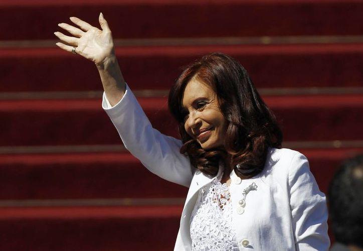 La presidenta argentina, Cristina Fernández de Kirchner a su llegada al Congreso Nacional de Chile, para asistir a la ceremonia de investidura de la nueva mandataria chilena, Michelle Bachelet, en Valparaíso, Chile. (EFE)