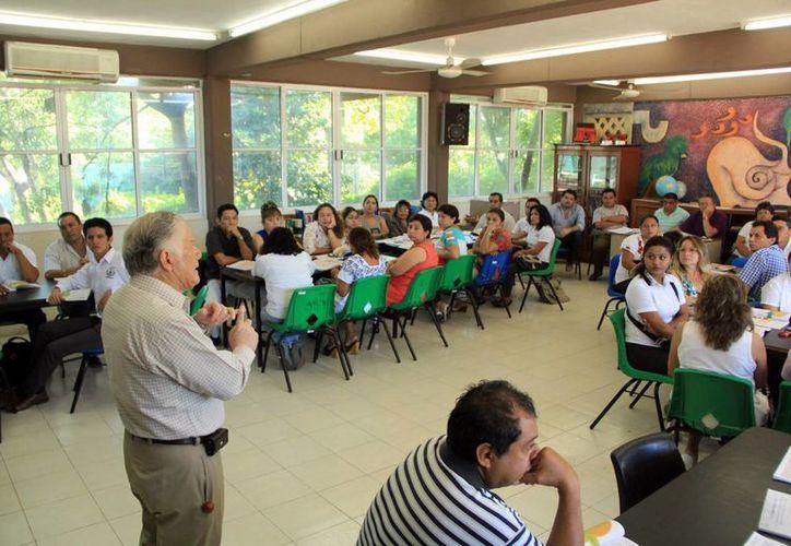 Los docentes participaron en un curso para la implementación de los cambios en el sistema educativo. (José Acosta/SIPSE)