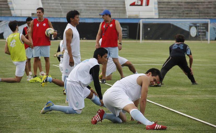 Entrenamiento del Club de Futbol Mérida en el estadio Olímpico. (SIPSE)