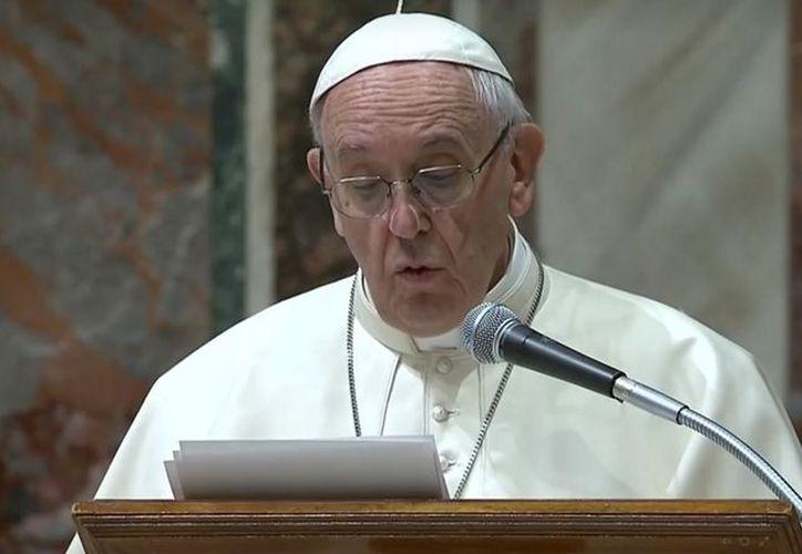El Papa Francisco, dirigió unas palabras de bienvenida, en donde destacó el valor de la solidaridad, la justicia y el amor a la familia y a la vida. (El País)