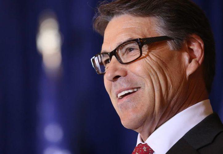 Rick Perry anunció por sí mismo que renuncia a la carrera presidencial de Estados Unidos. (EFE)