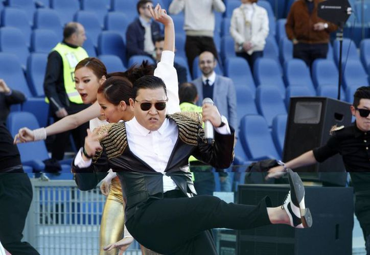 Rechiflan a PSY en espectáculo previo a la final de la Copa de Italia. (Agencias)
