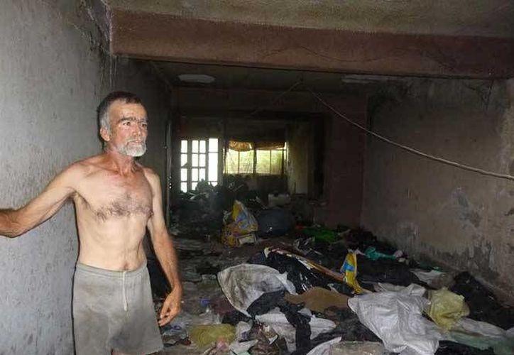 Don José Manuel vivía rodeado de 7 toneladas de basura y 70 ratas domesticadas en Aguascalientes. (excelsior.com.mx)