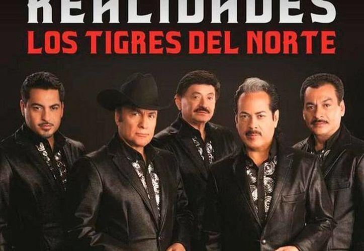 El nuevo disco de Los Tigres del Norte, cuya portada puede verse en la imagen, salió en pre-venta en sitios como iTunes. (lostigresdelnorte.com)