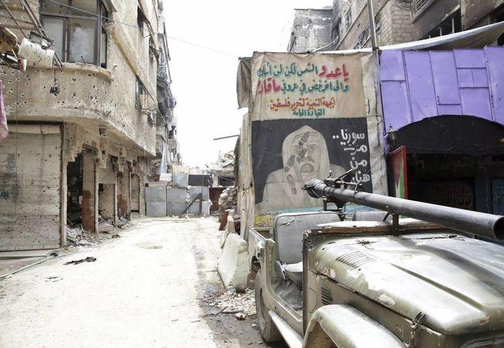 Vista de un grafiti en una pared a la entrada del campo de refugiados de Al Yarmuk, en el sur de Damasco, Siria. (Archivo/EFE)