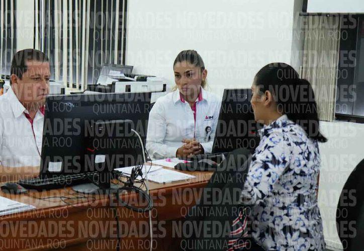 Se apuntaron más de 60 profesionistas por los cargos de consejeros electorales. (Joel Zamora/SIPSE)