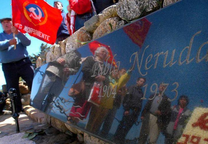 Los restos de Pablo Neruda serán exhumados para esclarecer si murió asesinado. (EFE)