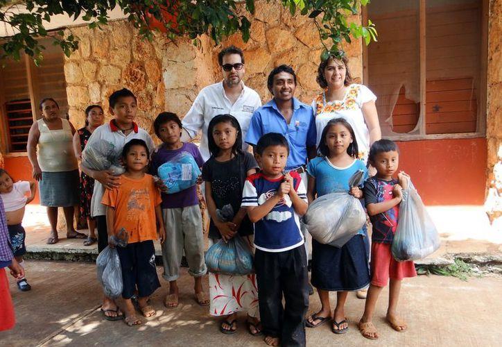 Sesenta niños de albergues recibieron el mismo número de hamacas. (Milenio Novedades)
