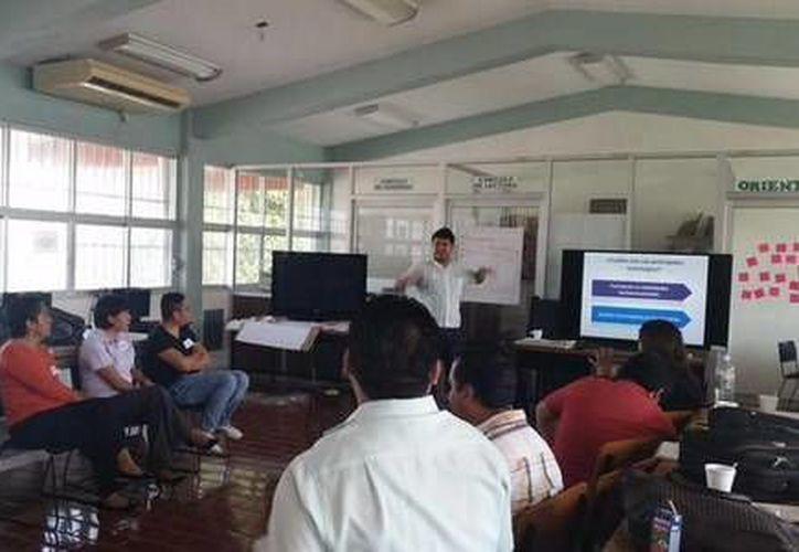 Los docentes de Conalep Quintana Roo se capacitan para ofrecer mejor atención a los estudiantes y que concluyen su trayectoria educativa. (Cortesía)