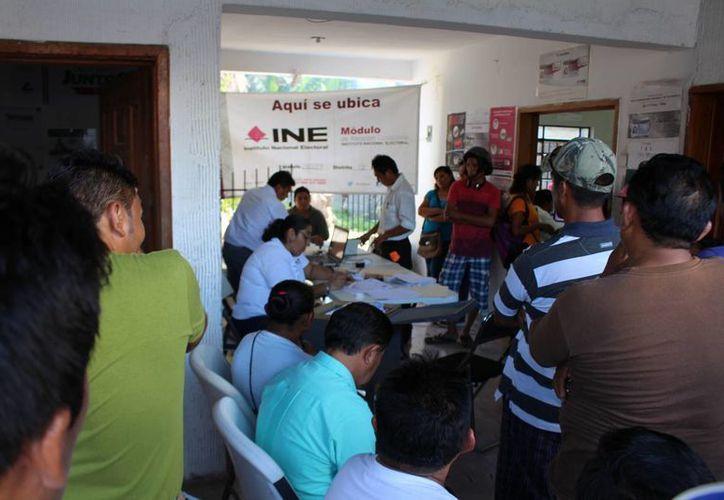 En el caso de Felipe Carrillo Puerto la notificación se realiza por parte de 18 capacitadores electorales. (Benjamín Pat/SIPSE)