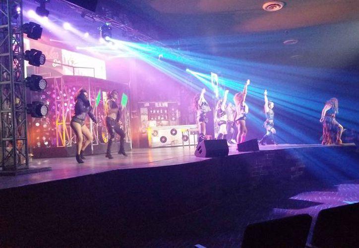 Presentación en el teatro del hotel Now Jade Riviera Cancún. (Jocelyn Díaz/SIPSE)