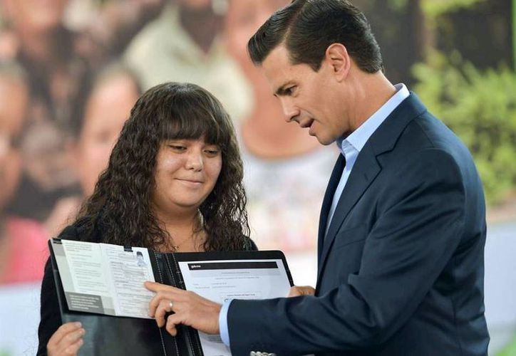 Peña Nieto indicó que el gobierno federal tiene como meta afiliar al IMSS a siete millones de estudiantes. (Presidencia)