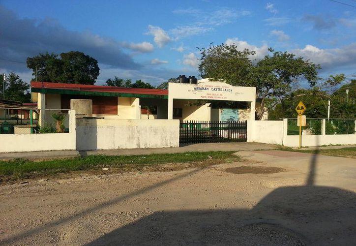 Según testimonios de los habitantes los alumnos son retirados temprano. (Edgardo Rodríguez/SIPSE)