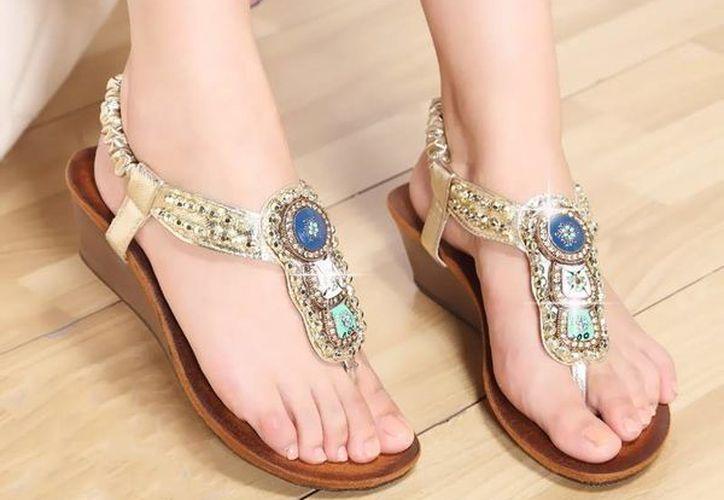 Si tus pies son delgados y largos, no elijas sandalias en punta, porque harán que parezcan infinitos. (Contexto/Internet)