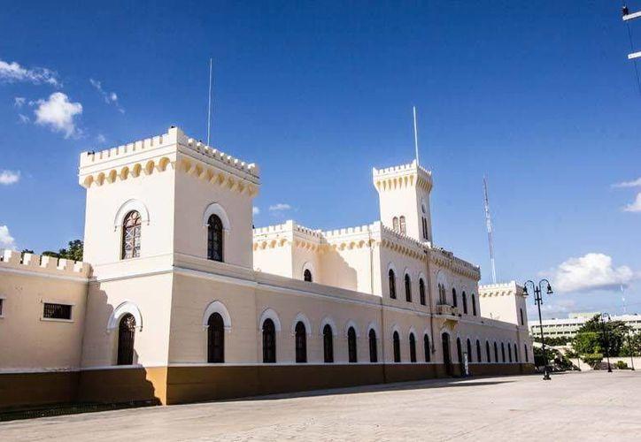 En una de las terrazas donde se construye el centro cultural del Issste, en la ex Penitenciaría Juárez, existe una excavación de unos 15 metros de largo por cinco de ancho, donde aparecen cimientos de una obra anterior. (meridadeyucatan.com)