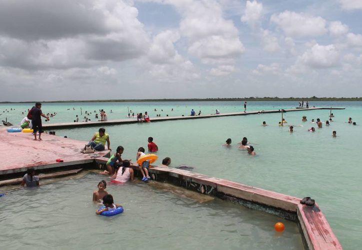 De ser declarada ANP, la Laguna de los Siete Colores dispondría de recursos para su conservación. (Carlos Horta/SIPSE)