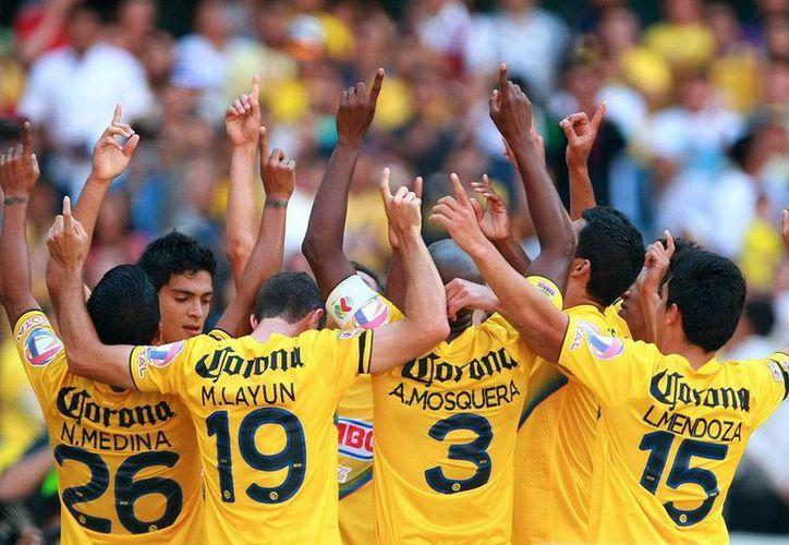 Todo ayer tuvo que ver con 'Chucho' Benítez, incluidas celebraciones de goles y triunfo. (Agencias)