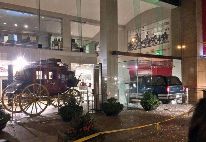 Los vehículos históricos que se exhiben en el museo afortunadamente no resultaron dañados. (AP)