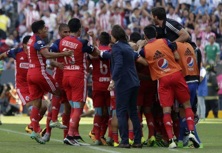 Continúan los cambios en las Chivas, ya que este domingo se anunció el cambio de horario en sus partidos como local. (Archivo/ Notimex)