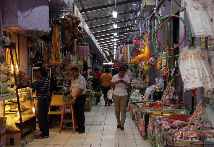 Empleados de la Profeco inspeccionarán este viernes el mercado Lucas de Gálvez y una agencia de viajes en el marco de la visita del titular de la dependencia, Ernesto Nemer. (Milenio Novedades)