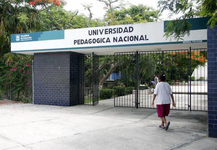 En la Universidad Pedagógica presentaron examen maestros meridanos. (SIPSE)