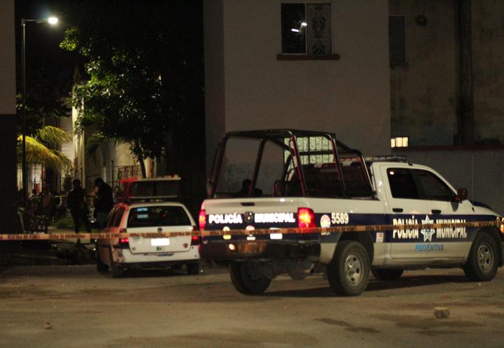 En el lote 25, los agentes encontraron tirada a la víctima. (Redacción/SIPSE)