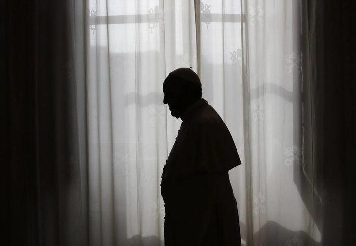 El papa Francisco expresó este viernes en el Vaticano que es muy importante que las parejas hagan las paces después de discutir. (EFE)