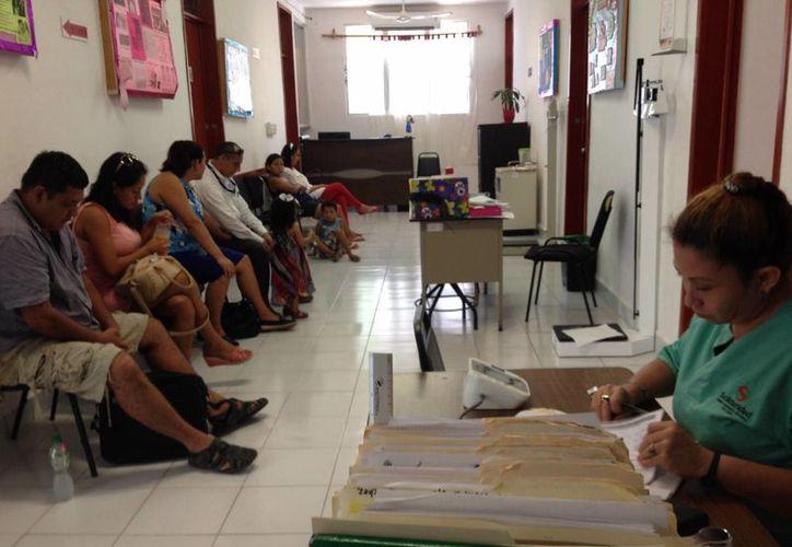 La urgencia de contar con servicios médicos hizo que la Cruz Roja instalara una unidad de servicio en Villas del Sol. (Adrián Barreto/ SIPSE)