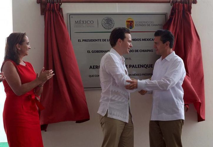 Enrique Peña Nieto saludando al gobernador de Chiapas, Manuel Velasco. (presidencia.gob.mx)