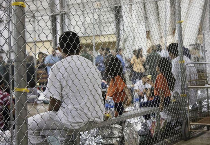 Los activistas dicen que el gobierno no está cumpliendo con sus obligaciones en el cuidado y protección a niños migrantes. (Foto: AP)