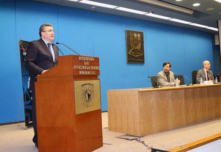 El titular de la CNDH, Luis Raúl González Pérez, propuso 10 puntos básicos a considerar en la elaboración de la ley de seguridad interior. (@CNDH)