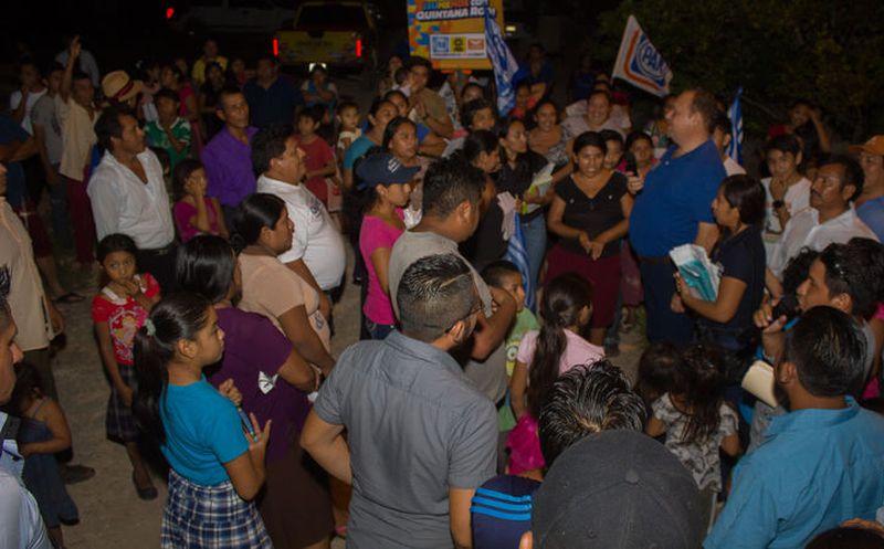 Vecinos de las comunidades recibieron a Chak Me'ex con esperanza y entusiasmo. (Redacción/SIPSE)