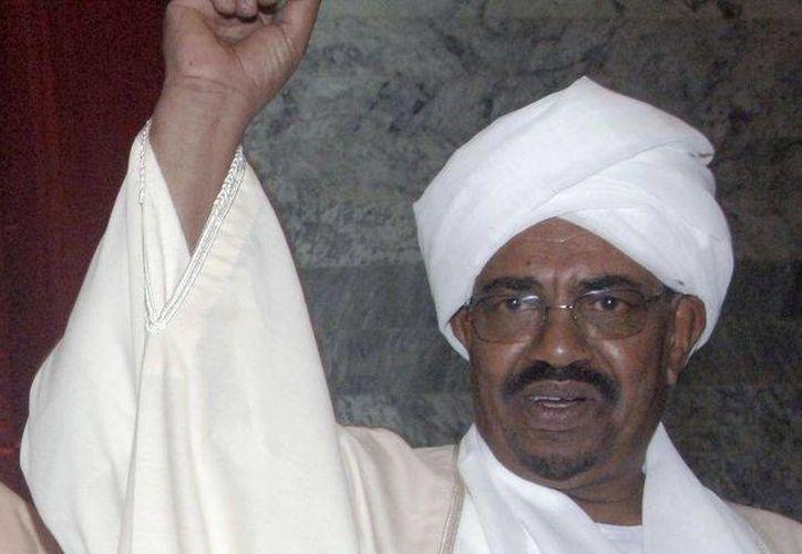 El presidente de Sudán, Omar Al Bashir, está acusado de crímenes de guerra de 2009 y la de genocidio de 2010. (Archivo/AP)