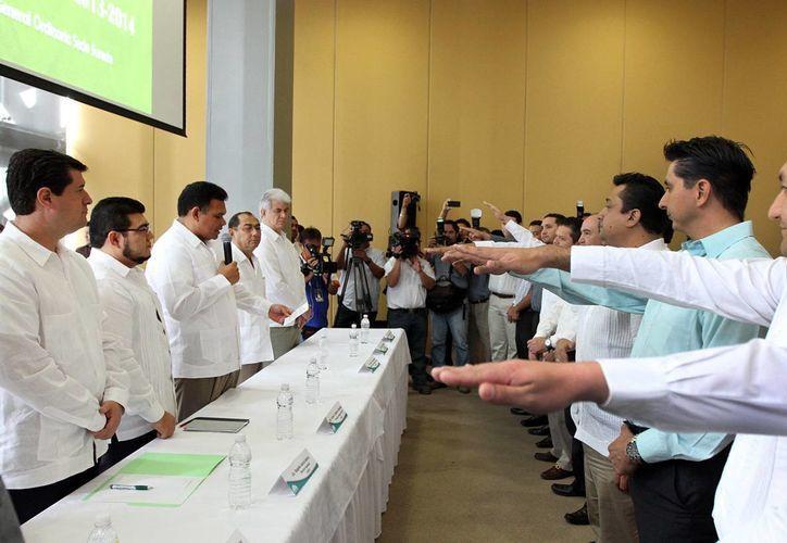 El gobernador Rolando Zapata Bello en una actividad de ayer. (SIPSE)
