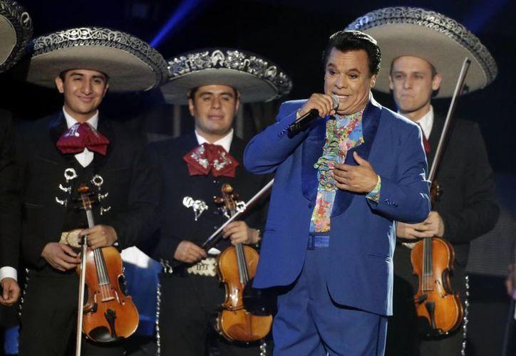 Juan Gabriel se posicionó en el primer lugar, debido a las muchas reproducciones de sus temas más conocidos.(Wilfredo Lee/AP)