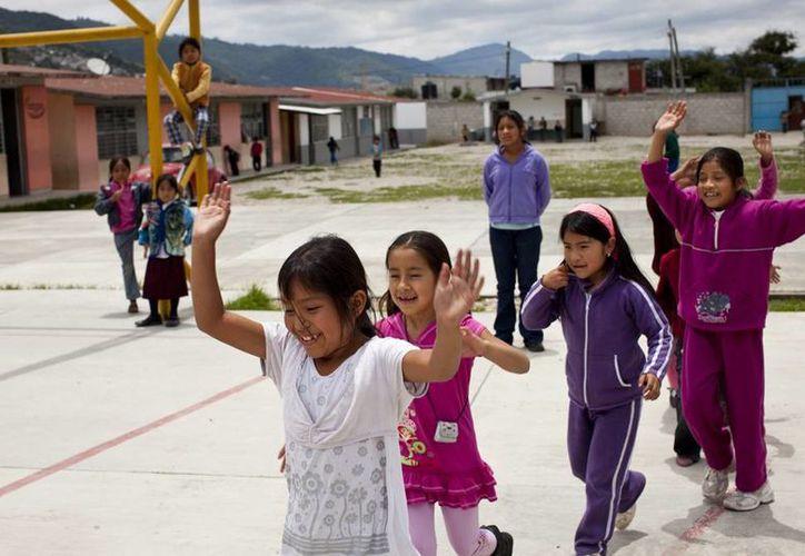 '10 por la infancia' impulsa el acceso de niños y adolescentes al agua potable y alimentos saludables en todas las escuelas. (10xinfancia.mx)