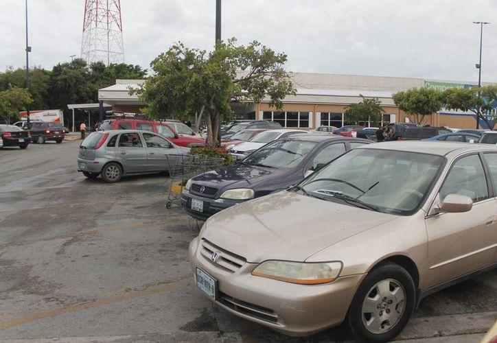 Los atracos en vehículos se registran a cualquier hora. (Israel Leal/SIPSE)