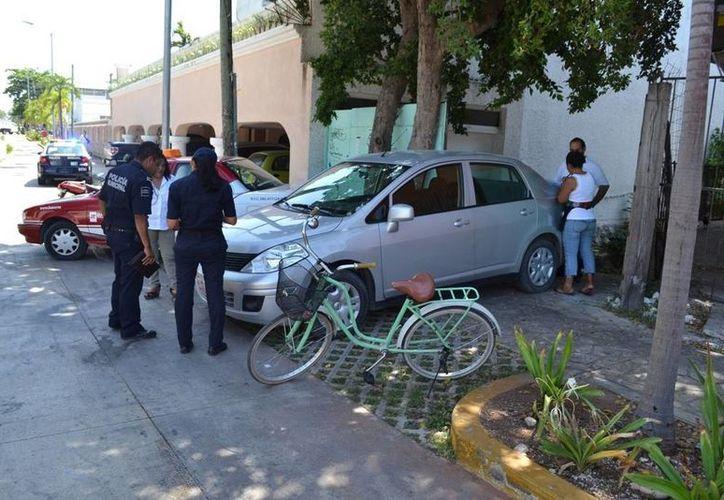 El accidente ocurrió a las 9:30 horas del viernes, la afectada resulto con heridas leves. (Redacción/SIPSE)