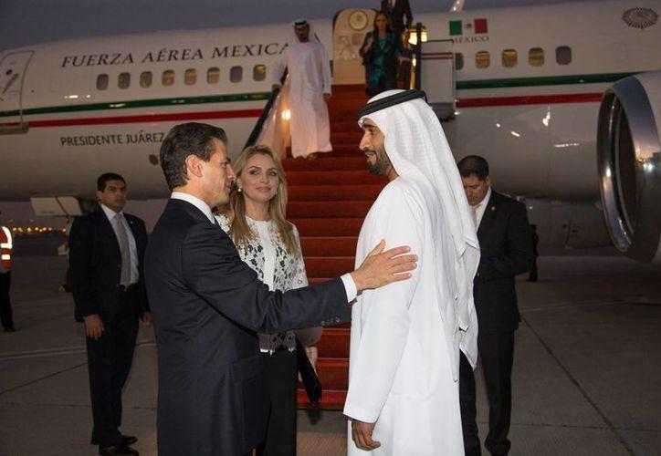 Peña Nieto continúa su gira por el Medio Oriente en los Emiratos Árabes Unidos, donde fue recibido por la realeza y altos dignatarios. (Notimex)