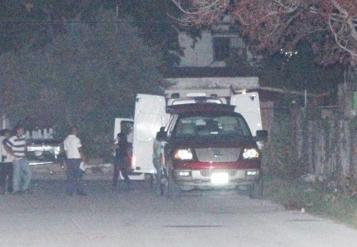 El cuerpo sin vida de un sujeto fue hallado dentro de su camioneta estacionada en la Región 239 de Cancún. (Redacción/SIPSE)