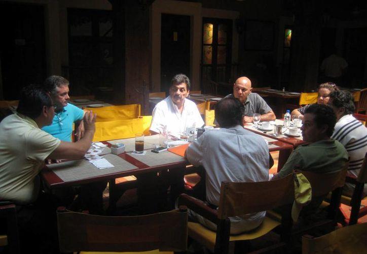 Agapito Magaña dijo a empresarios que se realizará un taller de oportunidades de negocios. (Lanrry Parra/SIPSE)