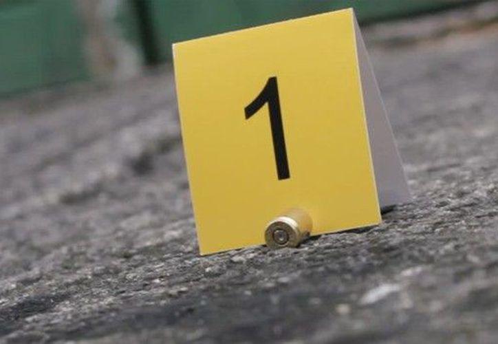 Fueron detenidos dos sujetos a los que se les decomisaron 10 armas largas. (CRHoy)