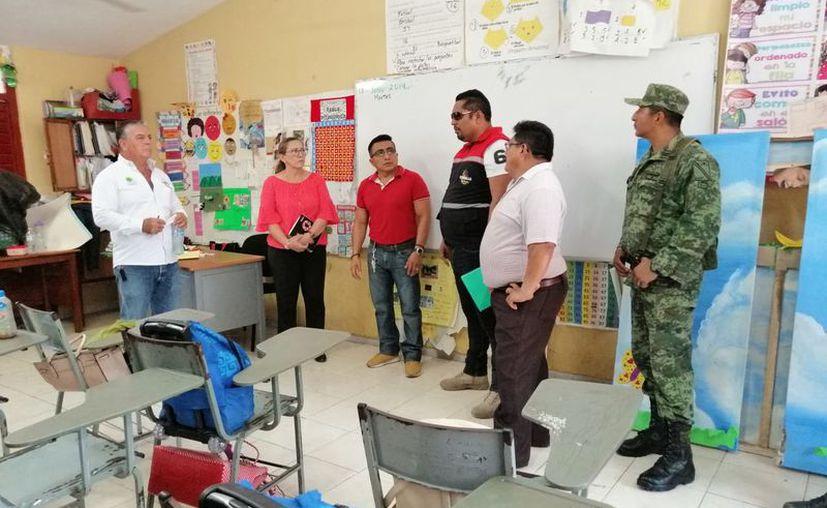 Las autoridades recorrieron varias escuelas que funcionarán como albergues. (Jesús Caamal/SIPSE)