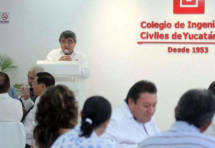 Carlos Erosa Burgos ve necesario reducir trámites para abrir empresas. (Amílcar Rodríguez)