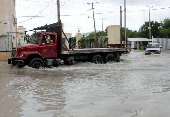 Tras las lluvias e inundaciones ocasionadas por una depresión tropical, se anunció saldo blanco en infraestructura carretera y sector pesquero en Campeche. (Foto de contexto de Notimex)