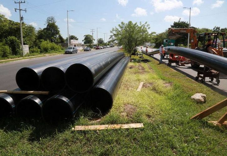 Las tuberías son reemplazadas, pues las anteriores tiene más de 25 años de antigüedad. (Redacción/SIPSE)